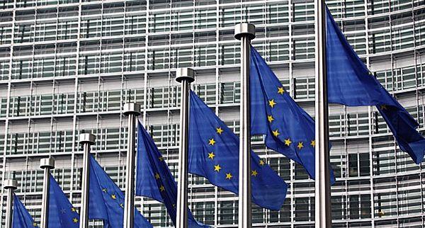 Ešton i File traže pozitivnu odluku za Srbiju