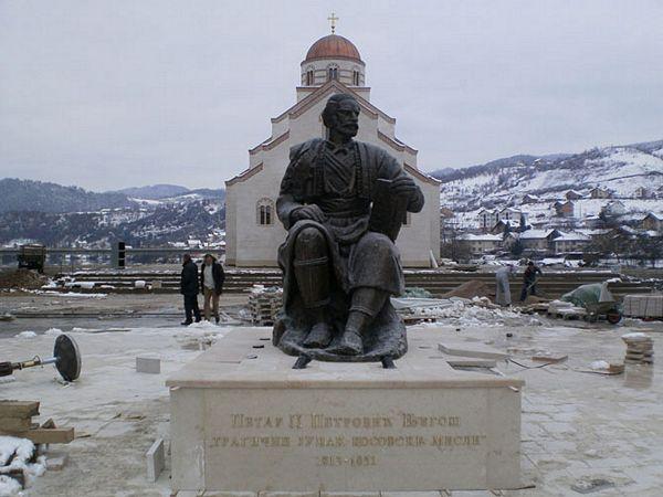 Otkriven spomenik Njegošu u Andrićgradu