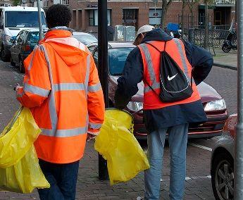 Amsterdam zaposlio alkoholičare: Čiste ulice za pivo i duvan