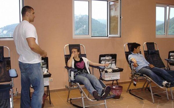 Srednjoškolci darovali krv