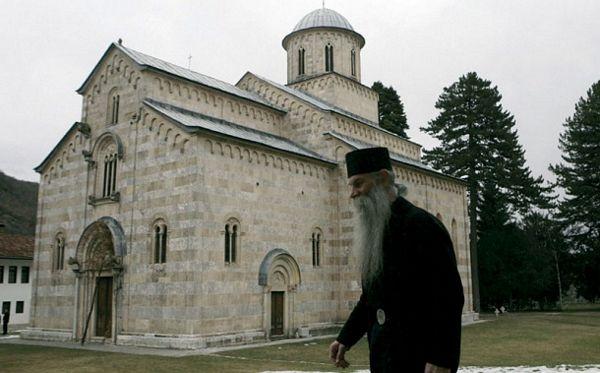 Albanci htjeli da zapale manastir Dečani, sad tvrde da je njihov ?!
