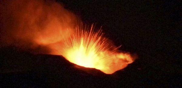 Etna ponovo izbacuje pepeo