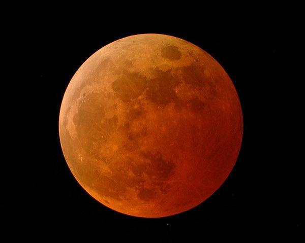 Sutra hibridno pomračenje Mjeseca