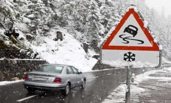 Snijeg i nanosi otežali saobraćaj