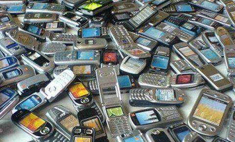 Donji Milanovac: 4 zaposlena, 105 mobilnih telefona, račun 800.000 dinara?!