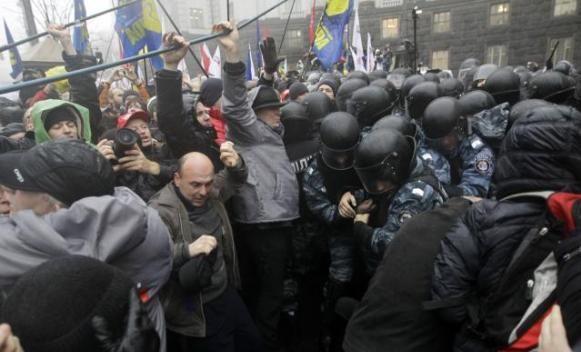 Neredi u Kijevu, desetine povrijeđenih