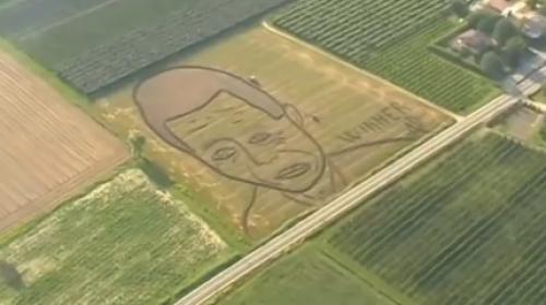 Traktorom radi portrete poznatih osoba (VIDEO)