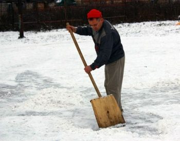 Snijeg i lopata: Umjetnost jednog čistača ulica (FOTO)