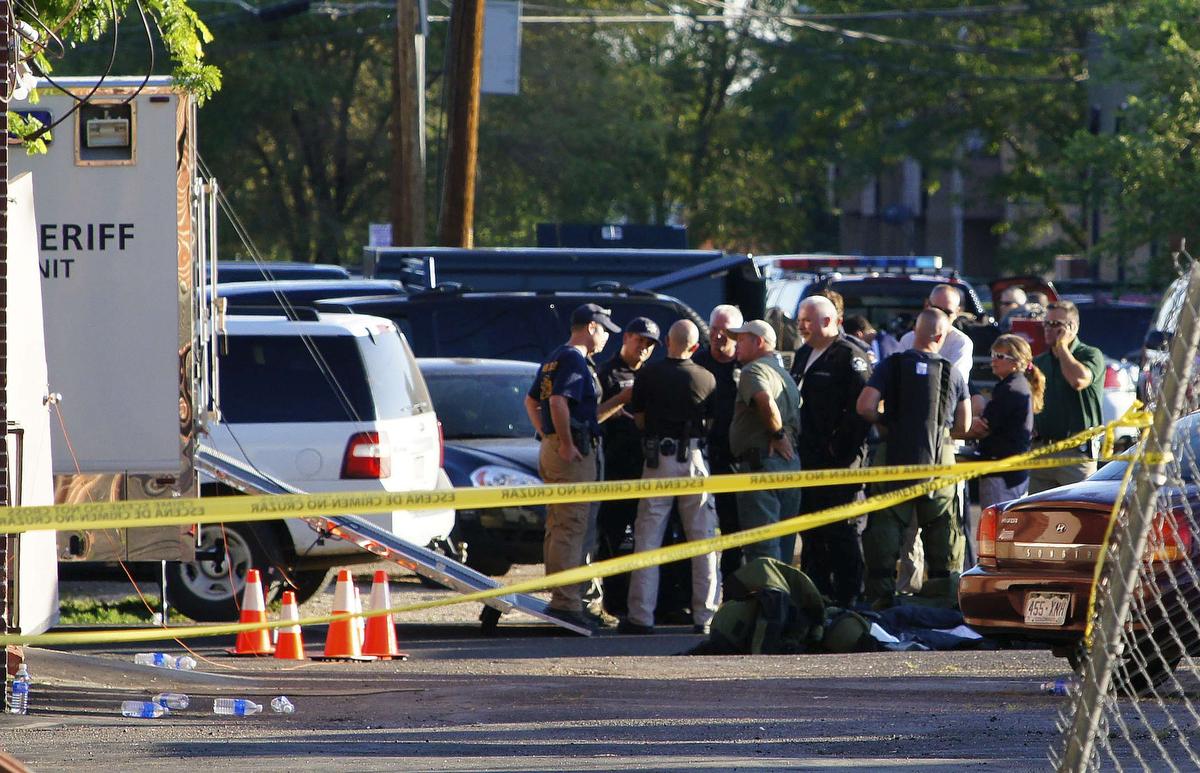 SAD: Najmanje dva lica ranjena, napadač se ubio