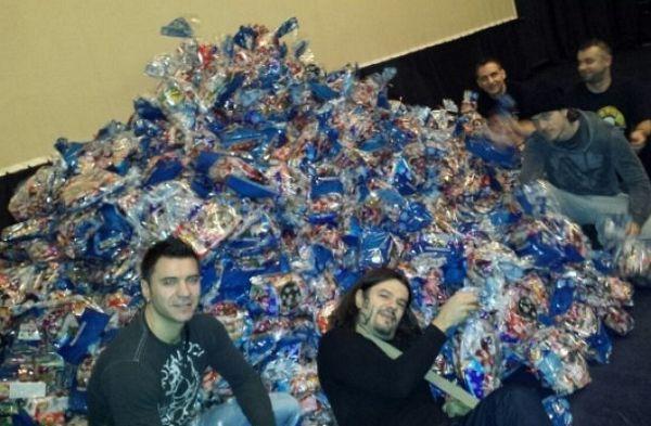 Amadeus bend donira 3.000 paketića za mališane