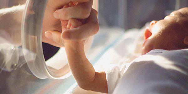 Prijedor: Gasprom i Fond B92 darovali opremu porodilištu