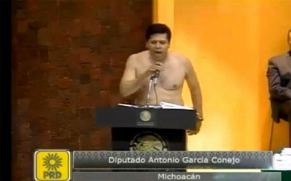 Drama u meksičkom Kongresu: Poslanik striptizom demonstrirao pljačku naroda, žena završila u bolnici (VIDEO)