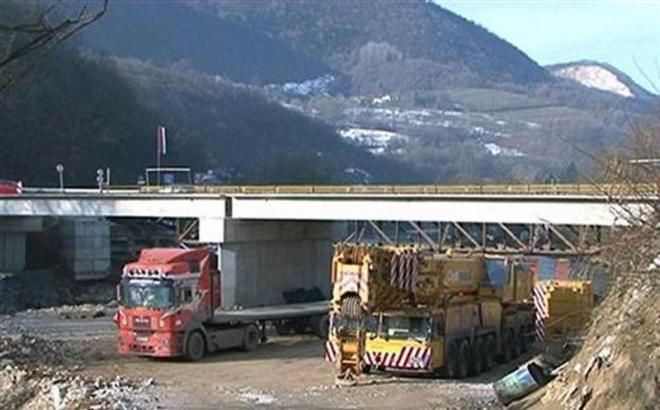 Montirani glavni nosači mosta u Karanovcu