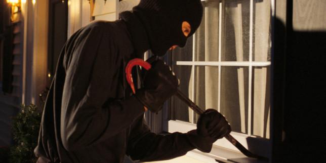Banjaluka: Razbojnik iz kuće ukrao pištolje, satove i zlatni nakit