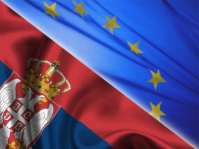 Strategija EU – Albanija napolju, Srbija unutra