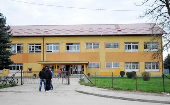 Maloljetnici osumnjičeni za lažnu dojavu o bombi u Tehnološkoj školi
