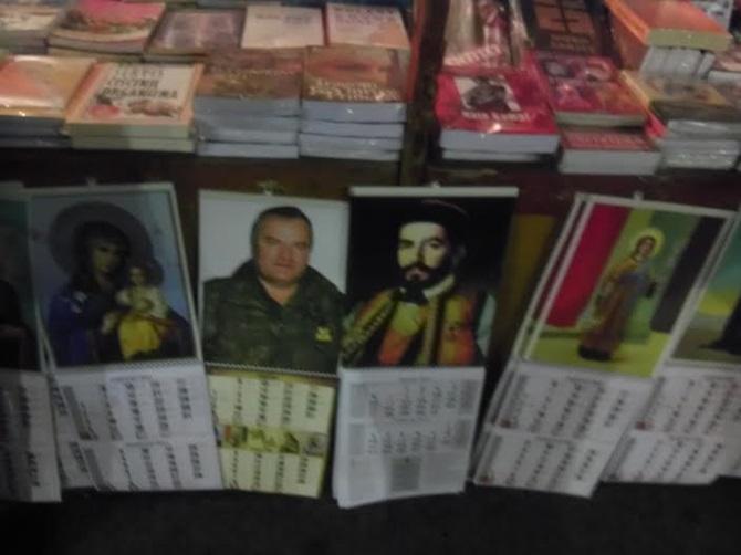 Na istoj tezgi prodaju Mladića, Bogorodicu i Hitlera!