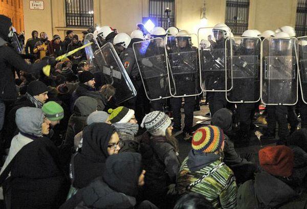 Nemiri u Beču, povrijeđeni policajci