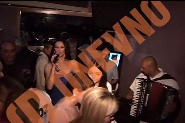 HDZ-ovci slavili uz srpske narodnjake, pjevala im pjevačica iz Banjaluke (VIDEO)