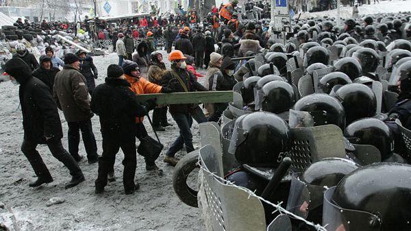 Kijev pod vatrom i barikadama: Premijer odbacio ultimatum opozicije