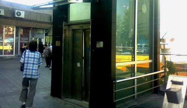 Lift na Trgu Krajine: Lift koji ne može sam