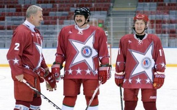 Putin i Lukašenko igrali hokej na revijalnoj utakmici