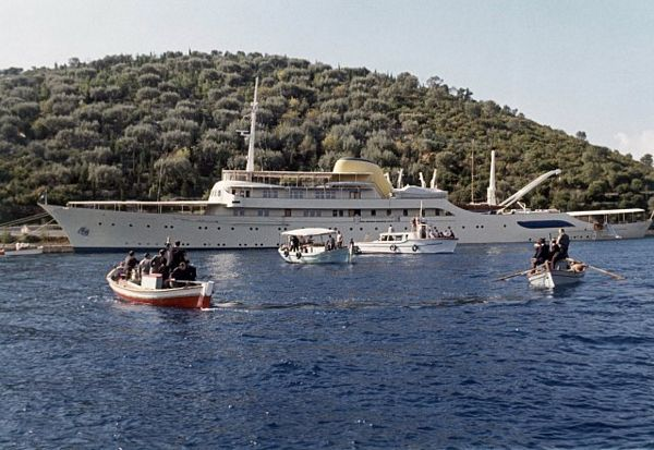 Bogataši iz Grčke bježe u Crnu Goru i Hrvatsku