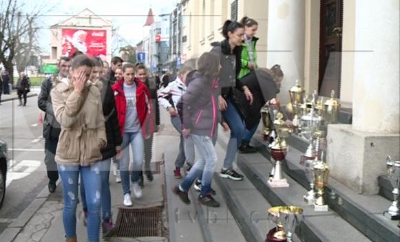 Protest košarkašica ispred Gradske uprave urodio plodom
