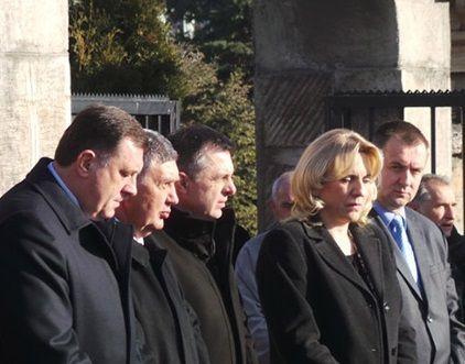 Položeni vijenci na spomenik palim borcima VRS