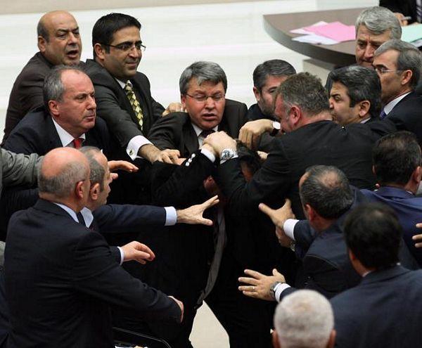 Ponovo tuča poslanika u Turskoj
