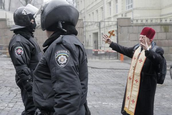Ugroženi srpski monasi u Kijevu?