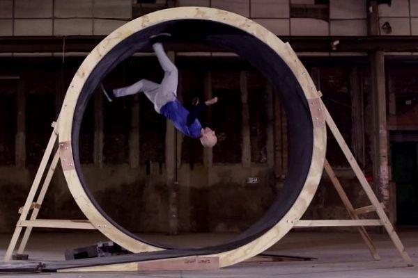 Ovaj čovjek prkosi gravitaciji (VIDEO)