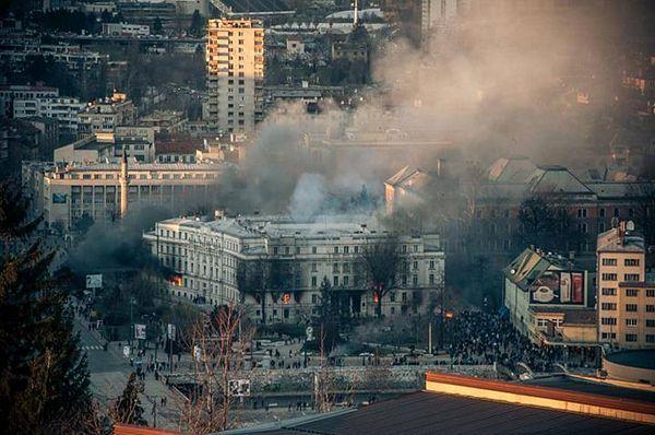 Sarajevo: Vatra i dim jenjavaju (FOTO/VIDEO)