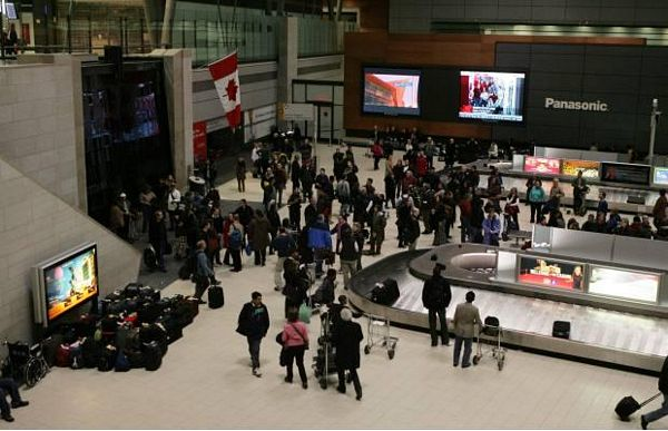 Kanada: Prate i putnike na aerodromu