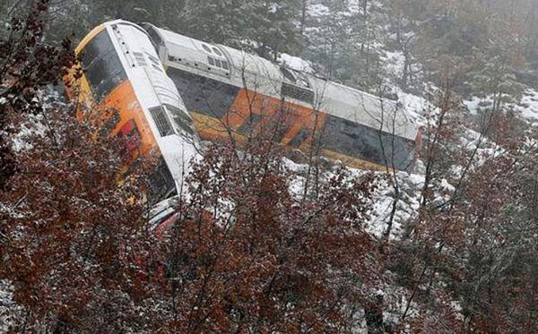 Alpe: Stijena izbacila voz iz šina