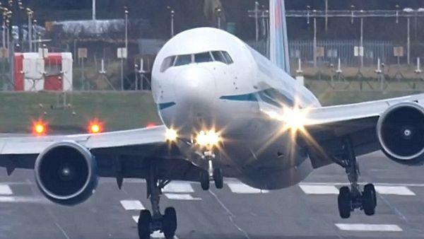 Pogledajte koliko su izdržljivi moderni avioni (VIDEO)