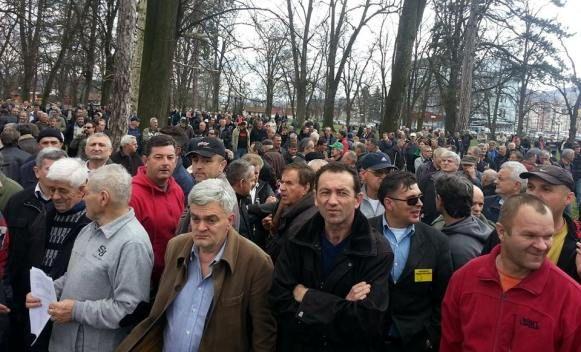 """Protest u Banjaluci: Borci poručili """"Dobili smo RS, a izgubili bitku protiv kriminalaca"""" (VIDEO)"""