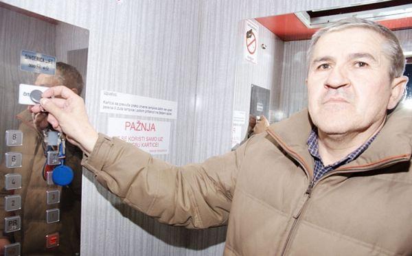Prijedor: U lift može samo ko plati!