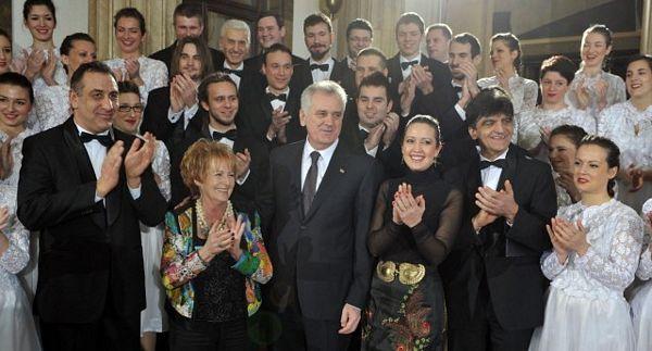 Zvanice čestitale Nikoliću rođendan