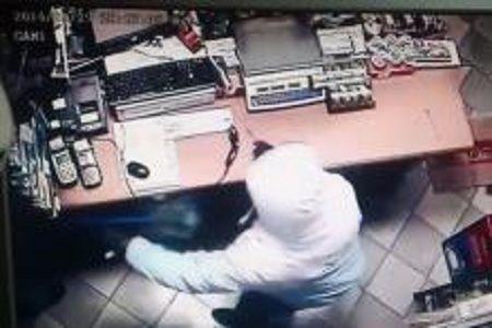 Sarajevo: Prodavačica metlom otjerala lopova (VIDEO)