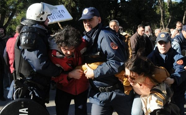 Podgorica: Barikade oko zgrada vlade i skupštine