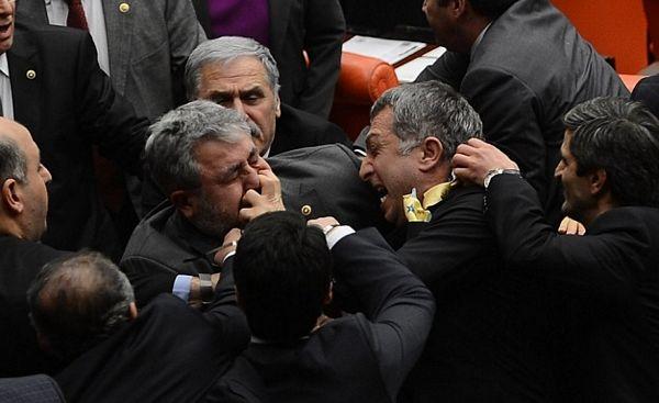 Kako se biju turski parlamentarci (FOTO)