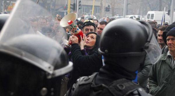 Tuzla: Građani upali u vladu, sukobili se sa policijom