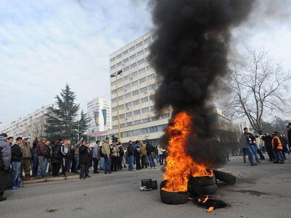 Policija Tuzlanskog kantona: Protesti se pretvorili u pljačku