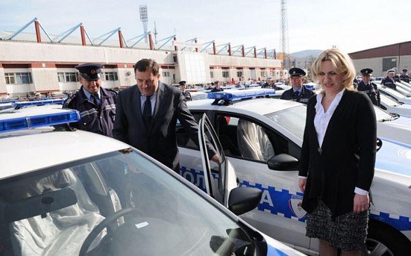 Dodik uručio MUP-u 200 ključeva automobila