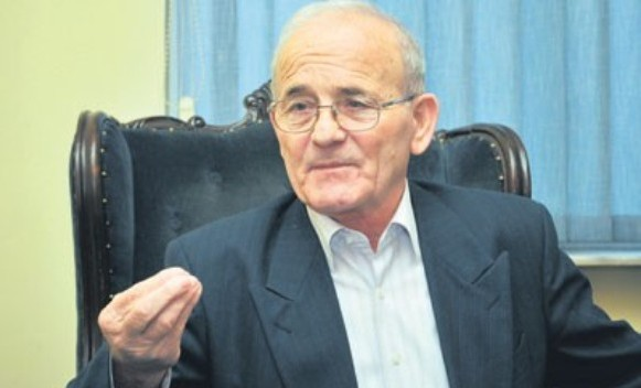 Telebak: Srbi treba da pišu samo ćirilicom