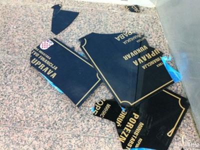 Vukovar: Razbijena dvojezična tabla