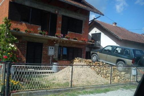 Mještani Kola: Auta nam redovno ulijeću u dvorišta!