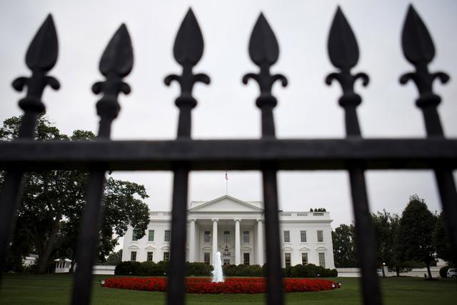 Preskočio ogradu i pokušao da uđe u Bijelu kuću