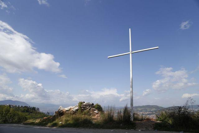 Postavljen spomen-krst iznad Sarajeva, burne reakcije iz Federacije